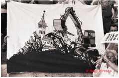 Molinó az erdélyi falurombolás elleni tiltakozáson a Hősök terén. 1988. június 27.