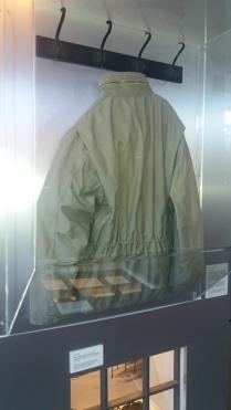 Horst Schimanski, a Tetthely legendás felügyelőjének kabátja a duisburgi városi múzeumban